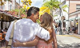 Couple enjoying Española Way