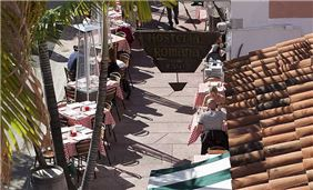 Outdoor Dining in Miami Beach